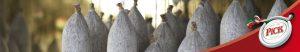 Salamistangen hängen während der Reifung im Salamiturm mit Edelschimmel für die PICK original ungarische Salamispezialität